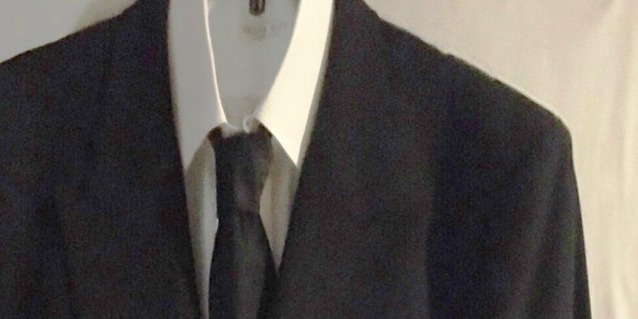 黒いスーツ